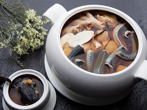 周公解梦梦见吃蛇肉是什么意思